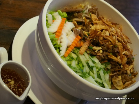 Bun Bo Xao (Dry Noodles with Sauteed Beef and Vegetables)